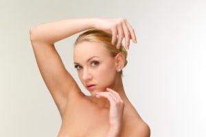 美肌脱毛をする女性