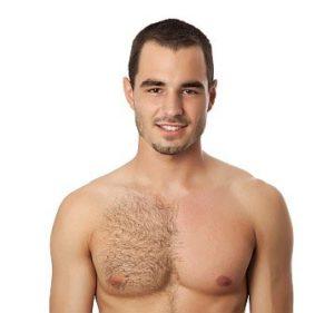 ワックス脱毛をする男性